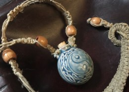 How to make a hemp necklace?